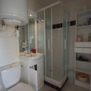 salle de bain dans la résidence Le France au calme salle de bain de notre locationvillersurmer bien équipée